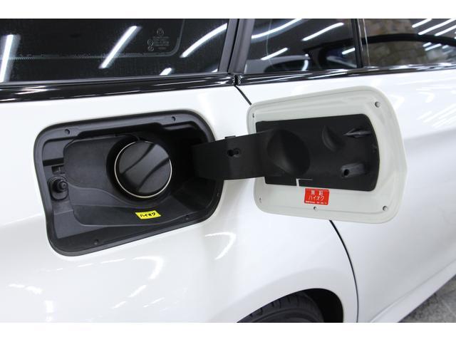 使用燃料は、無鉛プレミアムガソリン(ハイオク)専用です。タンク容量は60Lです。