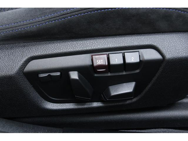 前席はパワー(電動)シートが装備されています。運転席は、ポジションメモリー付きです。