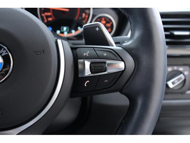 ステアリング右側スイッチで、オーディオ等の操作が可能です。