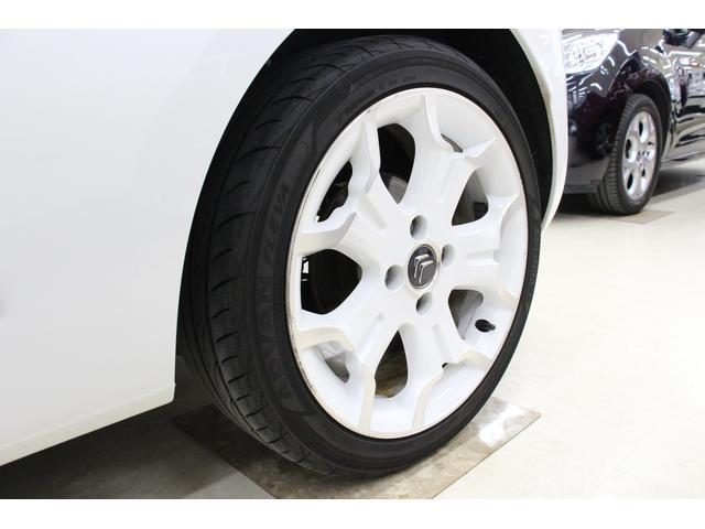 タイヤサイズは前後ともに205/45R17です。