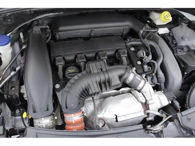 1.6L ツインスクロールターボエンジン付き直列4気筒DOHCエンジンを搭載しています。組み合されるトランスミッションは6MTです。