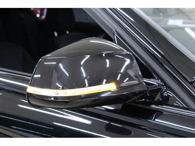 電動可倒式ドアミラーには、ウィンカーのターンシグナル(方向指示)が装着。右左折や進路変更の際に、周囲から目につきやすいので車の存在が分かりやすく、安全へと繋がります。