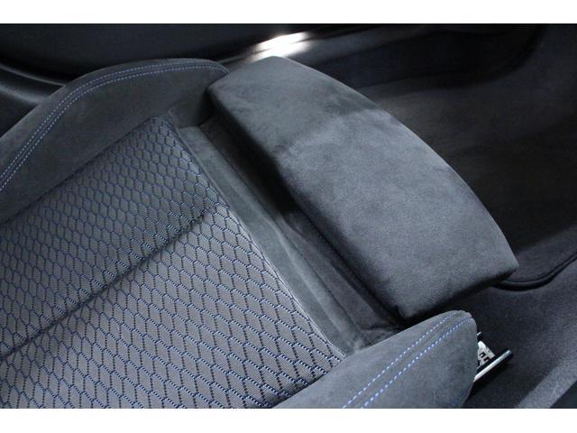 運転席、助手席に「サイサポート」を装備。サイは、大腿部(太もも)を意味する英語。必要に応じてシートの前端部を伸縮し、大腿部を支持します。