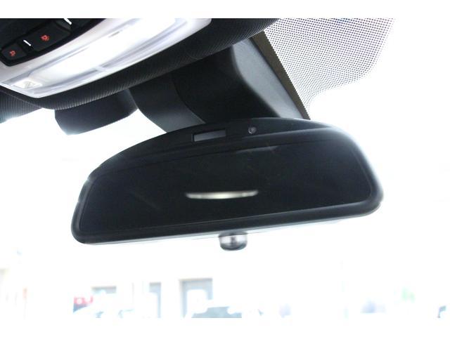 「自動防眩ルームミラー」 後続車からの光が一定以上の強さになると、自動的に眩しさを緩和します。