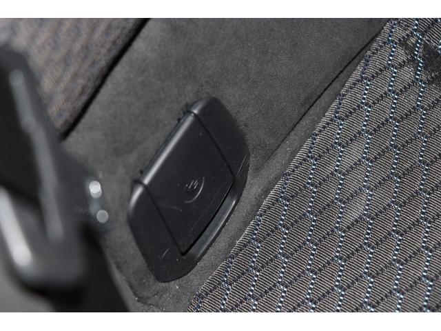 チャイルドシートの取り付けが可能。簡単、確実に装着でき、万が一の時にも高い安全性を確保。お子様とご一緒にドライブをお楽しみいただけます!