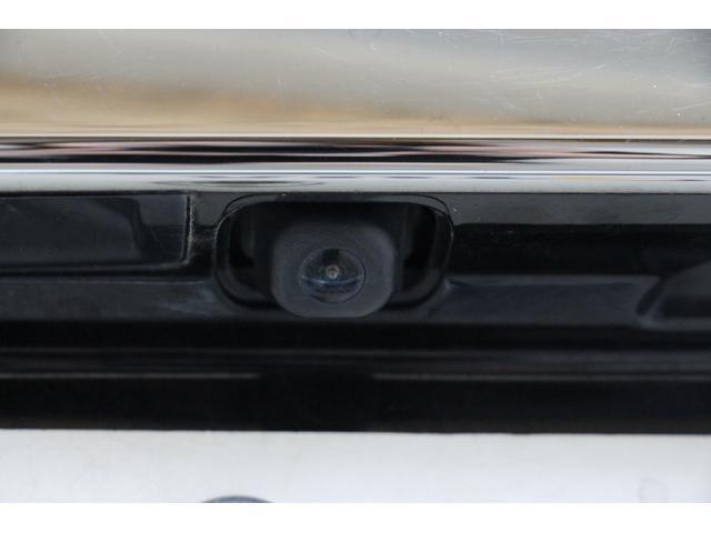 バックカメラも装着しています。バックカメラの映像はカーナビディスプレイに表示されます。