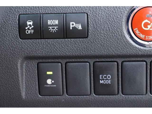 ナノイーマイナスイオン発生装置を搭載。運転席のエアコン吹き出し口から発生させられるマイナスイオンは、消臭・美容の効果があります。