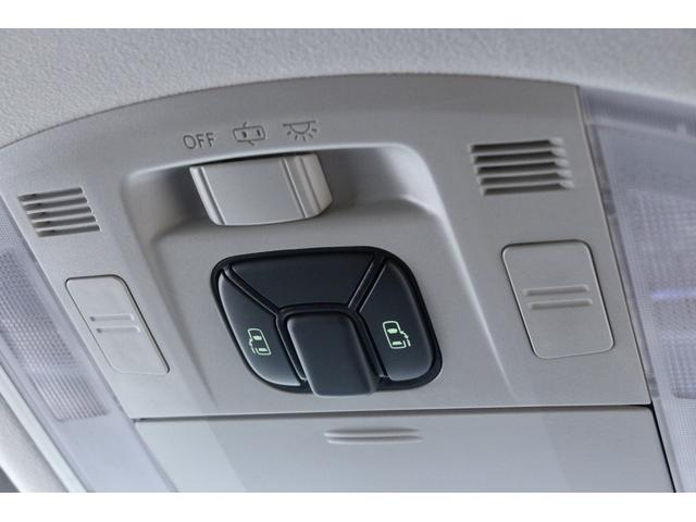 両側電動スライドドアを装備しています。リモコンキーでも電動スライドドアの開閉操作が可能です。