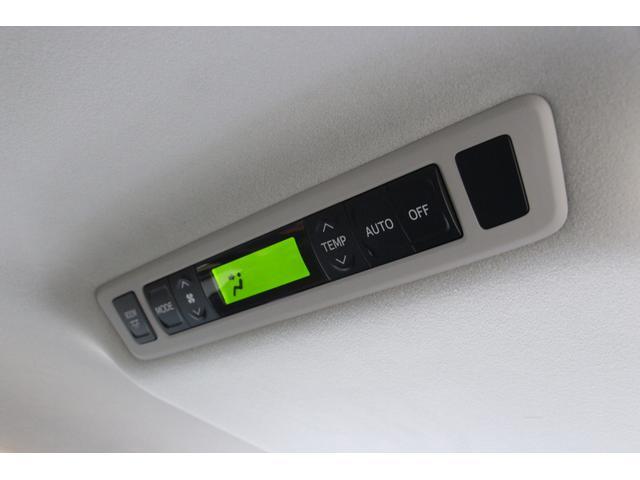 後席エアコンの操作パネルです。ドライブ中は後席の方も快適に過ごして頂けます。