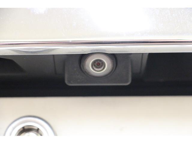 バックカメラも装備されていますので便利で安全な駐車ができます。