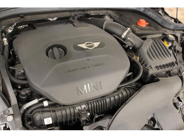 2000cc直列4気筒DOHCターボエンジンで192馬力を出します(カタログ値)。1250〜4600rpmの実用区間で最大トルクを発揮、快適なドライブが可能です。