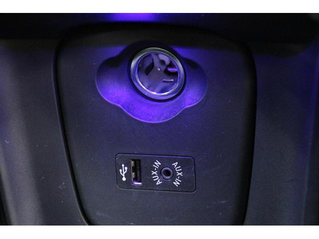 電源ソケット、USBソケット及びAUX-INも用意しております。