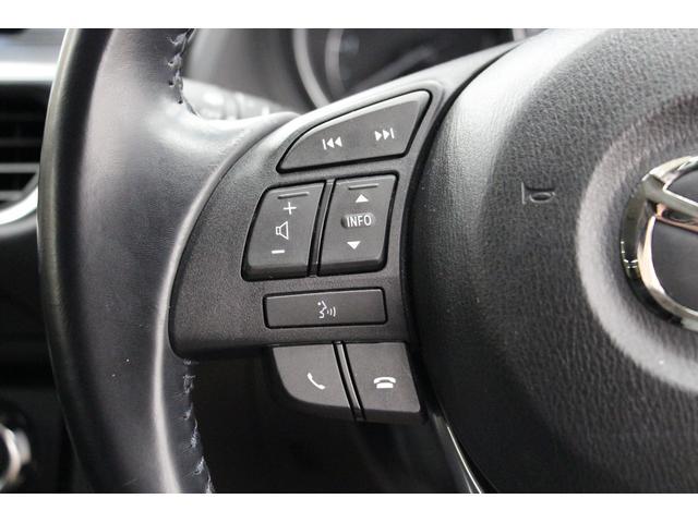 ステアリングホイールに配置されたスイッチで、電話やオーディオ等の操作が可能です。