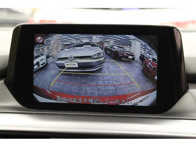 バック時は、ガイドライン付きのカメラ映像が映し出されます。