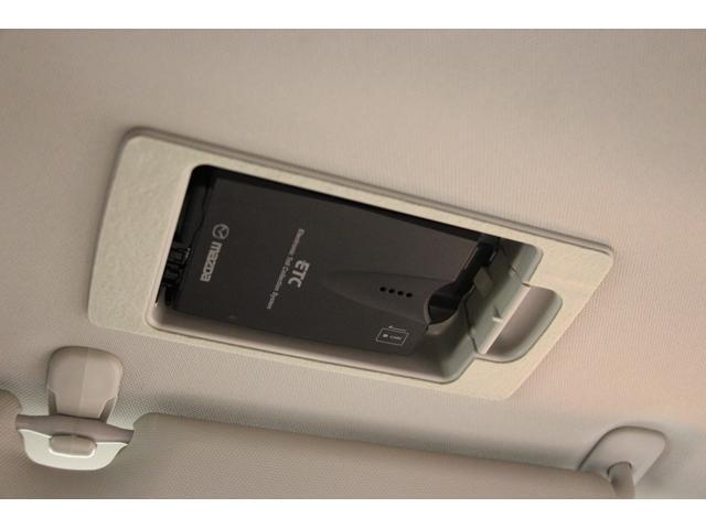 運転席上部にETC車載器が装着されています。カードの出し入れや確認が簡単にできます。
