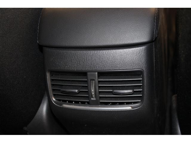後席用エアコン吹出口が装備されているので、後席も快適に過ごせます。