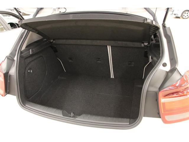 使い勝手の良い「ラゲッジルーム」 トノカバー装着により、外から荷物が見えないようにプライバシーを保護し、走行時に荷物が前方に飛び出すこともありません。必要に応じて、簡単に脱着ができます。