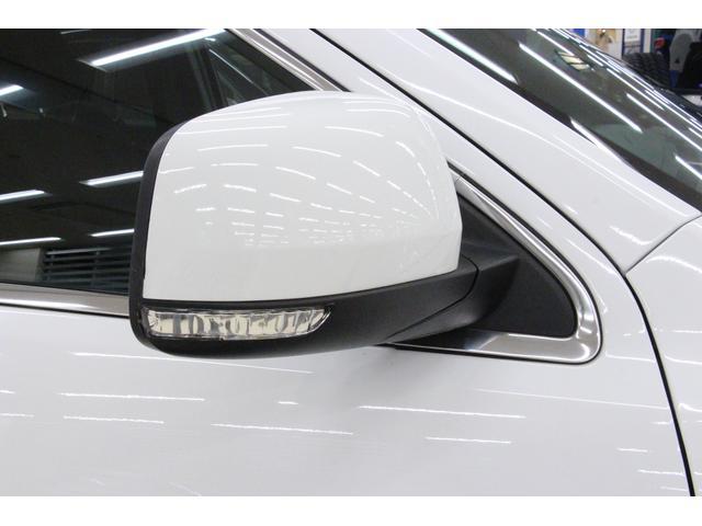 ウィンカー付ドアミラーを装備しているので、周りからの視認性に優れ、安全につながります。