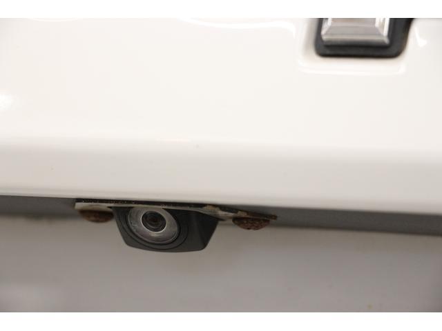 バックカメラを装備しています。カメラは後方だけでなく、フロントカメラと左側サイドカメラも装備しています。 大きなボディーでも駐車等、安心ですね◎