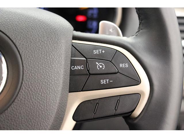 高速走行時に特に便利な、クルーズコントロールを装備しています。 クルーズコントロールはステアリング右側のスイッチにて操作をします。