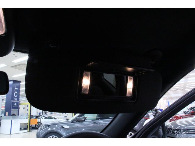 ライト付のバニティーミラーを装備したサンバイザーです。