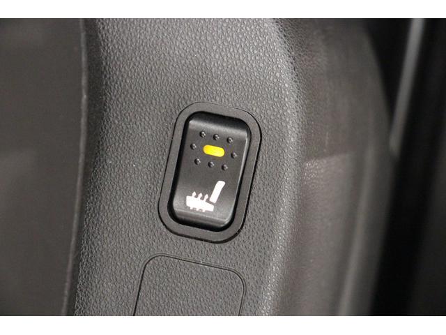 フロントシートにはシートヒーターが装備されているので、冬の寒い時期のドライブも快適に楽しんで頂けます。