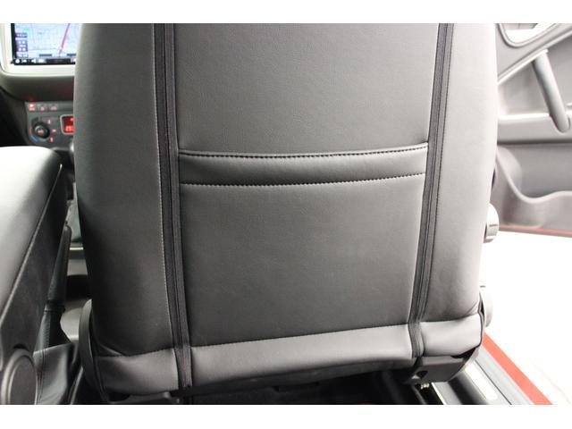 フロントシート後にはシートポケットを装備しています。