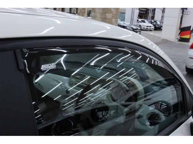 「サイドバイザー」を装備。 雨の日でも換気ができ、快適にお過ごしいただけます。炎天下で駐車した際に、窓を少し開けて室内温度を下げることもできます。