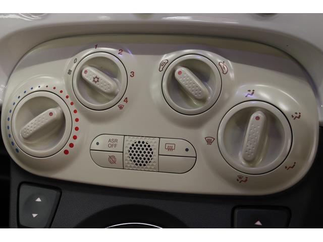 マニュアルエアコンのコントローラー。風量や温度の細やかな調整が可能で、車内全体を快適な環境に保ちます。