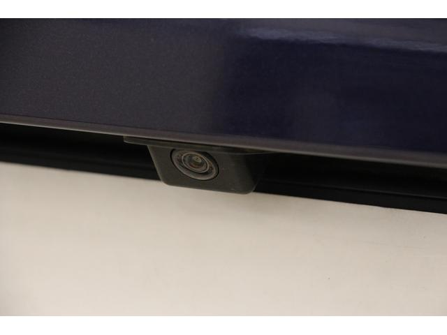 駐車時や後退時の、後方確認をサポートする「リアカメラ」 後方の映像がコントロールディスプレイに映し出され、暗い場所でも高感度で確認ができ、安心・安全です!