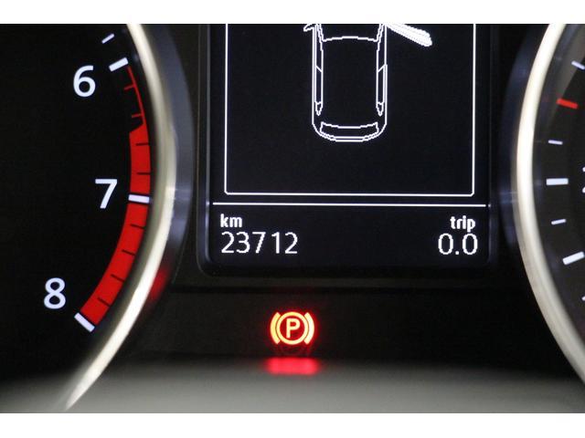 コンビネーションメーターのディスプレイには、さまざまな情報が表示されます。走行距離は23,800km! 今後も、通勤・通学・休日のドライブなどでも 存分にお乗りいただけます!