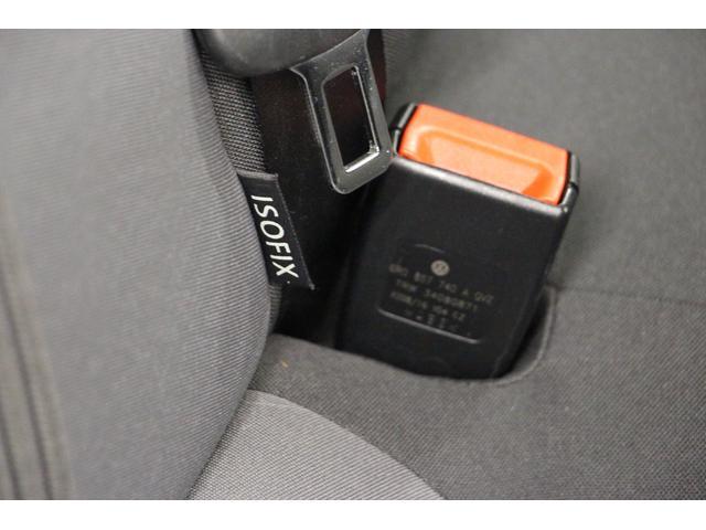 ISOFIXとは、自動車の座席にチャイルドセーフティシートを固定する方式の国際標準規格。チャイルドシートの取り付けが簡単、確実にでき、万が一の時にも高い安全性を確保できます。