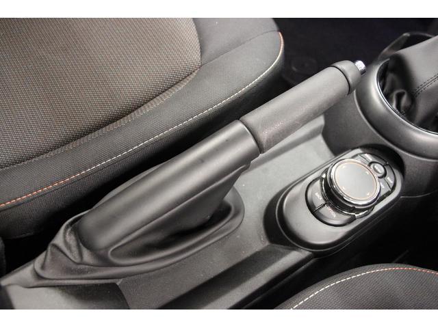 クーパーD 禁煙車 1オーナー 純正HDDナビ Bカメラ ETC LEDヘッドライト スマートキー アルミ CD クリアランスソナー オートライト オートワイパー インテリジェントセーフ アイドリングストップ(28枚目)