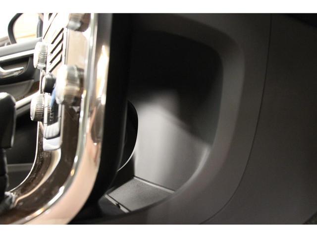 バックモニターを装備しておりますので、駐車時も安心です。