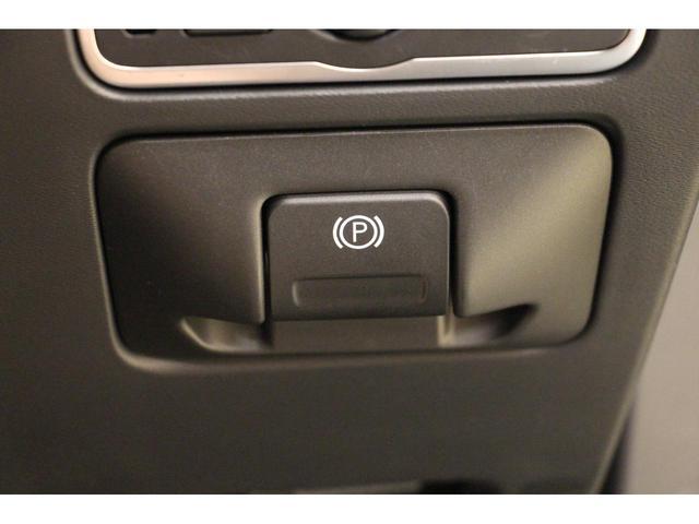 オーディオや車両設定など、全てこちらで操作を行う統合システムとなっております。