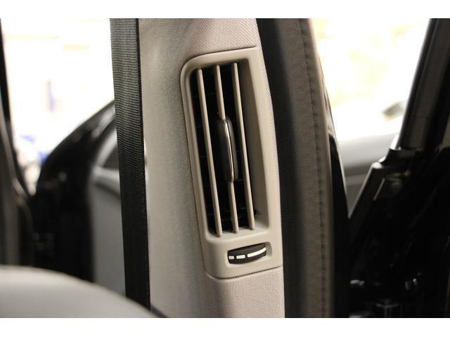 後席に向けてセンターピラーに送風口が用意されております。