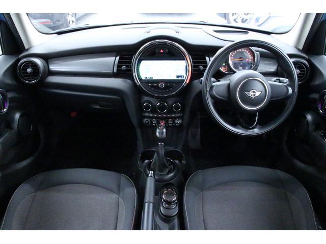クーパーD ペッパーPKG/禁煙車/HDDナビ/ETC/LEDヘッドライト/スマートキー/アルミ/ヘッドアップディスプレイ/アイドリングストップ/ハンズフリー通話/Bluetoothオーディオ/5ドア/軽油(4枚目)