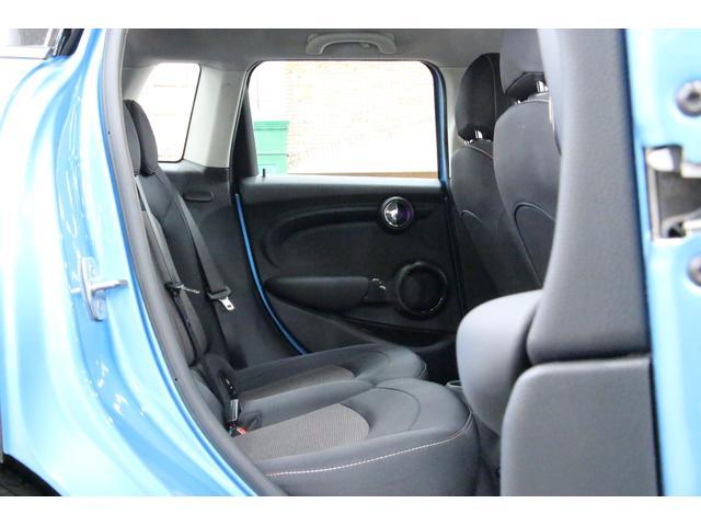 クーパーD ペッパーPKG/禁煙車/HDDナビ/ETC/LEDヘッドライト/スマートキー/アルミ/ヘッドアップディスプレイ/アイドリングストップ/ハンズフリー通話/Bluetoothオーディオ/5ドア/軽油(22枚目)