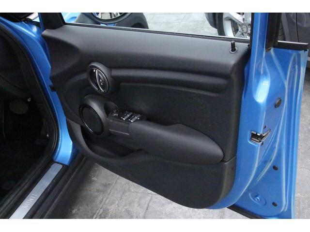 クーパーD ペッパーPKG/禁煙車/HDDナビ/ETC/LEDヘッドライト/スマートキー/アルミ/ヘッドアップディスプレイ/アイドリングストップ/ハンズフリー通話/Bluetoothオーディオ/5ドア/軽油(50枚目)
