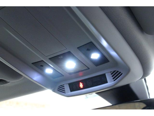 グランシック 禁煙/衝突軽減システム/ACC/黒革S/LEDヘッドライト/アルミ/クリアランスソナー/ヘッドアップディスプレイ/FOCALサウンドシステム/ワイヤレスモバイルチャージャー/アイドリングS/レーンAS(50枚目)