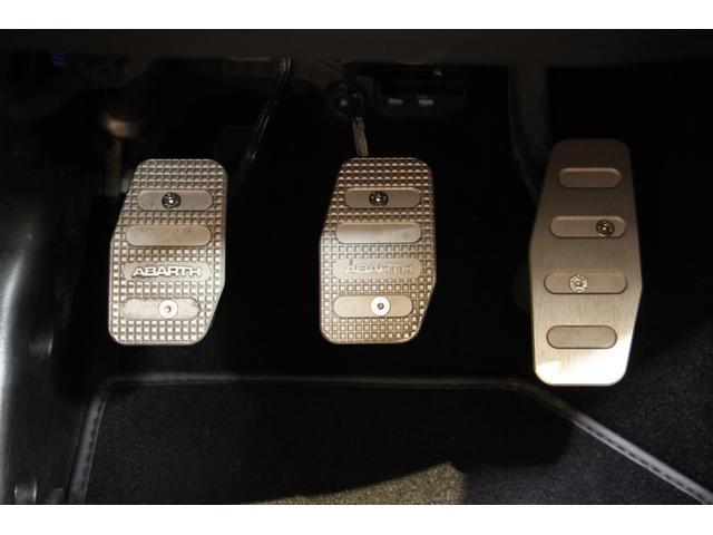 コンペティツィオーネ 1年保証・走行距離無制限/禁煙車/ハーフ革S/5MT/ETC/キセノン/アルミ/CD/クリアランスソナー/アルミペダル/ターボエンジン/レザーステアリング/オートエアコン/12V電源/サイドデカール(20枚目)