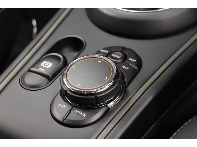 クロスオーバー ノーフォークエディション 禁煙車/300台限定車/ACC/専用ボンネットストライプ/専用ネームバッジ/アディショナルLEDヘッドランプ/ピクニックベンチセパレーションネット/アダプティブLEDヘッドライト/リアビューカメラ(39枚目)