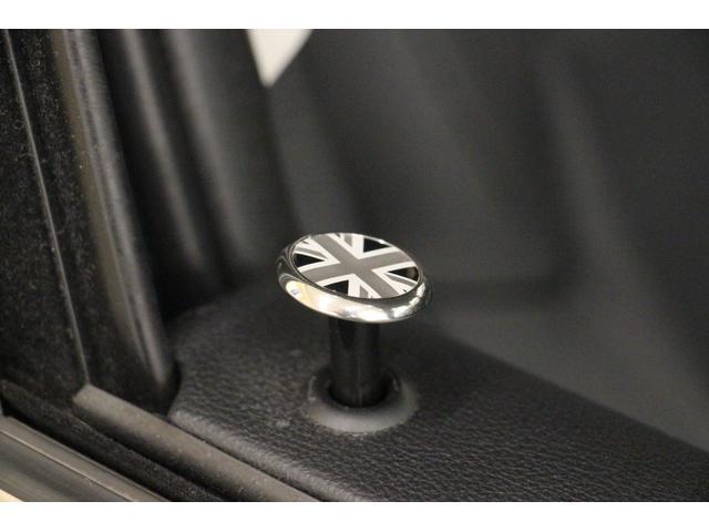 クロスオーバー ノーフォークエディション 禁煙車/300台限定車/ACC/専用ボンネットストライプ/専用ネームバッジ/アディショナルLEDヘッドランプ/ピクニックベンチセパレーションネット/アダプティブLEDヘッドライト/リアビューカメラ(52枚目)