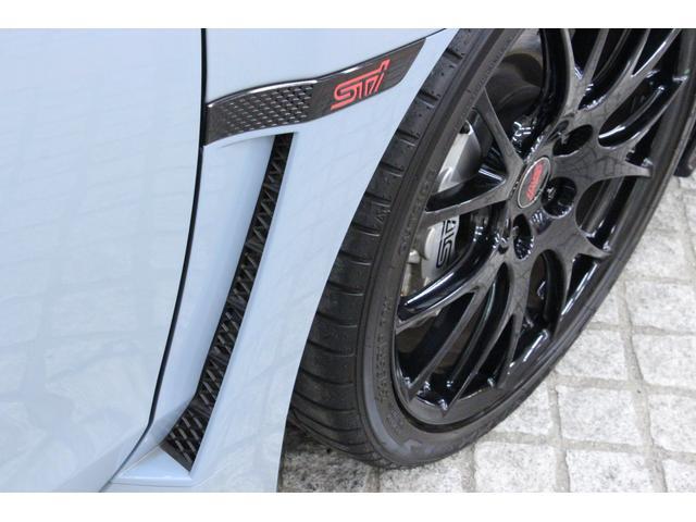 ブレーキの放熱と空気の流れをスムーズに促す、エアアウトレットが装備されております。
