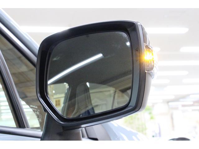 サイドウィンカーは、ドアミラーに内蔵されており、視認性・デザイン性を両立しております。