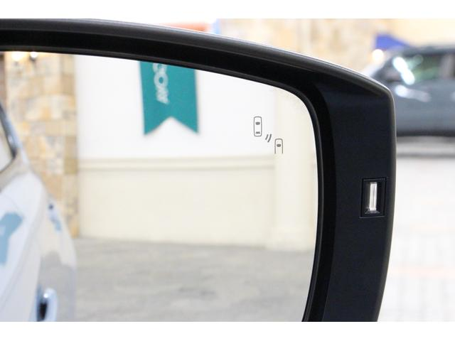 車線変更時の死角を減らす、ブラインドスポットモニター(BSM)も装備しております。
