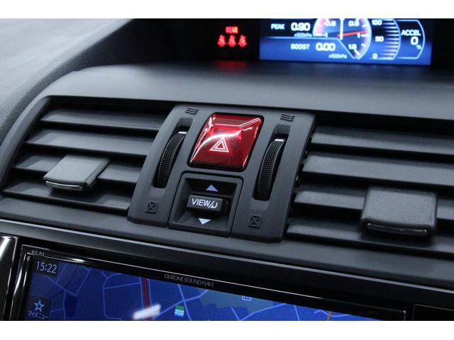 マルチファンクションモニターの切り替えスイッチはダッシュボード中央にございます。