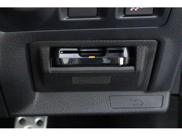 ETCカード挿入口は運転席横にございます。