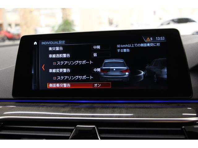 ガードレール等に車両側面接触しそうな場合に、警告をする機能を装備しております。