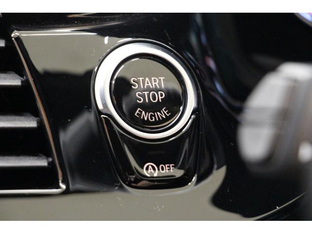プッシュ式エンジンスタートボタンと、アイドリングストップの操作スイッチがございます。